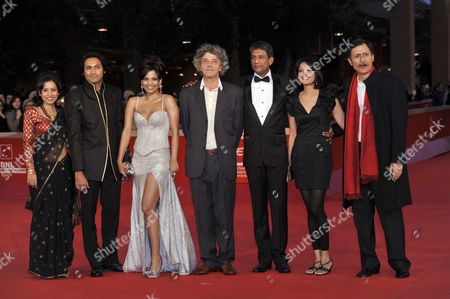 Tillotama Shome, Samrat Chakrabarti, Priyanka Bose, Italo Spinelli, Adil Hussain, Seema Rahmani, Dibang