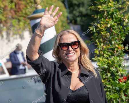 Anastacia poses for photographers upon arrival at the 78th edition of the Venice Film Festival in Venice, Italy