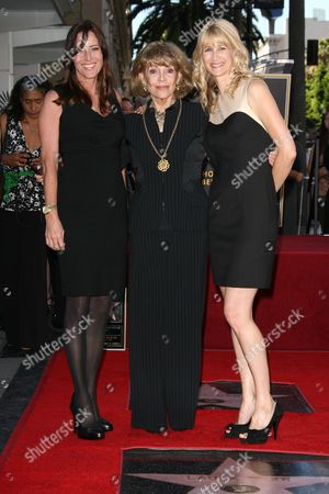 Cecilia Peck, Veronique Peck and Laura Dern