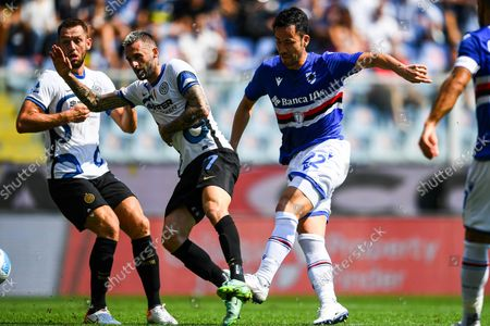 Sampdoria's Japanese defender Maya Yoshida (R) scores the 1-1 goal during the Italian Serie A soccer match between UC Sampdoria and FC Inter at Luigi Ferraris stadium in Genoa, Italy, 12 September 2021.