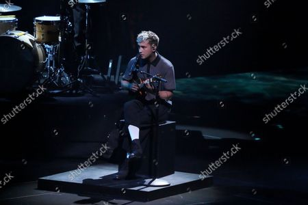 """Tyler Joseph of Twenty One Pilots performs """"Saturday"""" at the MTV Video Music Awards at Barclays Center, in New York"""