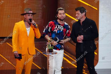 McLean, from left, Lance Bass and Nick Lachey present the award for best K-pop at the MTV Video Music Awards at Barclays Center, in New York