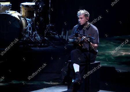 """Tyler Joseph, of Twenty One Pilots, performs """"Saturday"""" at the MTV Video Music Awards at Barclays Center, in New York"""