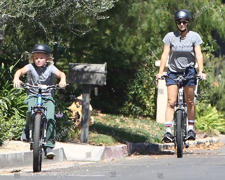 Stock Picture of Jennifer Garner and Samuel Affleck