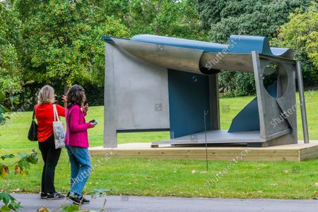 Stock Image of Anthony Caro, Palanquin, 1987-91 - Final preparations for Frieze Sculpture, one of the largest outdoor exhibitions in London, including work by international artists in Regent's Park from 14th September.