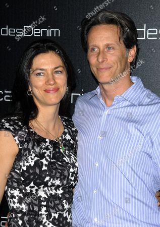Stock Photo of Juliette Hohnen and Steven Weber