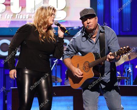 Trisha Yearwood and Garth Brooks