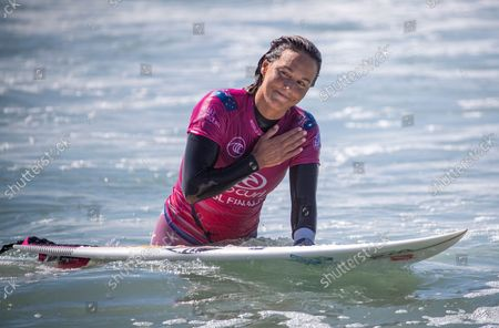 Stock Picture of Sally Fitzgibbons, of Australia, thanks the crowd after she was defeated by Tatiana Weston-Webb, of Brazil, amid large waves at the Rip Curl WSL Finals Tuesday, Sept. 14, 2021 at Lower Trestles, San Clemente. For the first time in the history of the WSL Championship Tour, the 2021 World Champion is decided by a one-day, winner-take-all event titled the Rip Curl WSL Finals at Lower Trestles on Tuesday, Sept. 14, 2021 in San Clemente, CA. (Allen J. Schaben / Los Angeles Times)