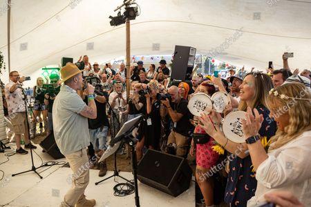 Ronan Keating Singing Karaoke At The Kewi Camp At The Isle Of Wight Festival 2021