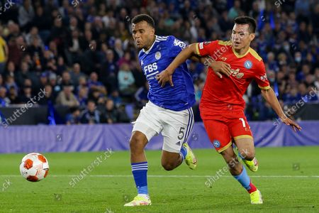 Hirving Lozano of Napoli takes on Ryan Bertrand of Leicester City