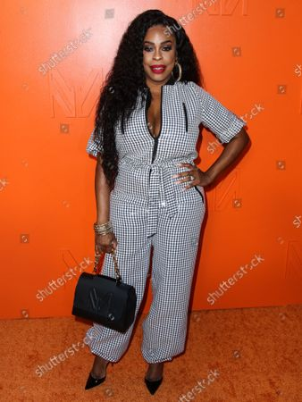 Actress Niecy Nash arrives at the MARCELL VON BERLIN Spring/Summer 2021 Runway Fashion Show held at the Sheats-Goldstein Residence on September 16, 2021 in Beverly Hills, Los Angeles, California, United States.