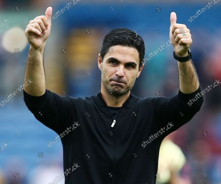 Arsenal manager Mikel Arteta celebrates at the end of the game