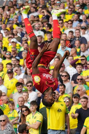 Emmanuel Dennis of Watford (25) celebrates his goal, 0-1
