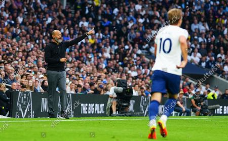 Tottenham Hotspur Manager Nuno Espirito Santo and Harry Kane of Tottenham Hotspur
