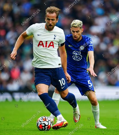 Harry Kane of Tottenham Hotspur and Jorginho of Chelsea
