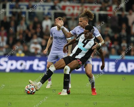 Newcastle United's Joe Willock in action with Leeds United's Kalvin Phillips during the Premier League match between Newcastle United and Leeds United at St. James's Park, Newcastle on Friday 17th September 2021.