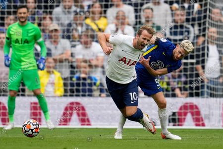 Chelsea's Jorginho, right, fights for the ball with Tottenham's Harry Kane during the English Premier League soccer match between Tottenham Hotspur and Chelsea at the Tottenham Hotspur Stadium in London, England