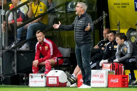 Union's head coach Urs Fischer shouts indications to his players during the German Bundesliga soccer match between Borussia Dortmund and Union Berlin at the Signal Iduna Park Stadium, in Dortmund, Germany