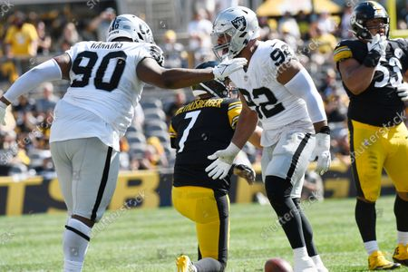 Las Vegas Raiders defensive end Solomon Thomas (92) and defensive tackle Johnathan Hankins (90) celebrate sacking Pittsburgh Steelers quarterback Ben Roethlisberger (7) during the second half of an NFL football game in Pittsburgh