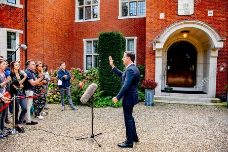 Wopke Hoekstra (CDA), Sigrid Kaag (D66), Mark Rutte (VVD), informateur Johan Remkes, Sophie Hermans (VVD), Rob Jetten (D66) and Pieter Heerma (CDA) at the De Zwaluwenberg estate for the progress of the training talks. The negotiators spend two days in the defense field to discuss the formation of a new government. /