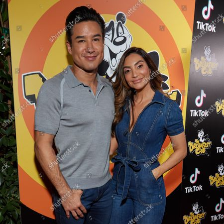 Stock Picture of Mario Lopez and Courtney Laine Mazza