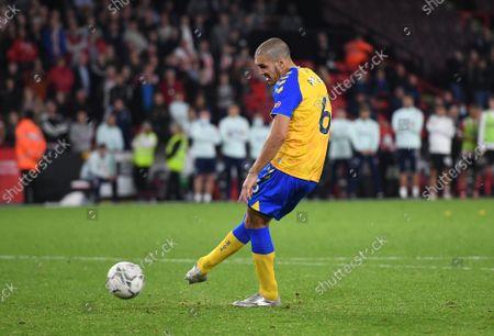 Oriol Romeu of Southampton scores the winning penalty