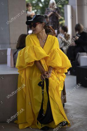 ภาพสต็อกของ Marz Lovejoy at Roksanda during London Fashion Week Spring Summer 2022, September 20 2021.