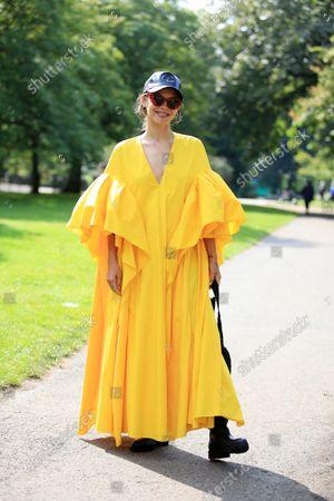 ภาพข่าวสำหรับ Street Style, Spring Summer 2022, London Fashion Week, UK - 20 Sep 2021