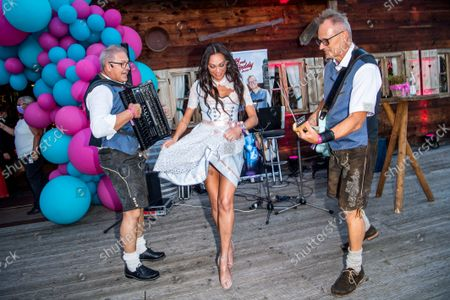 Stock Image of Cathy Catherine Fischer Hummels, Vater Freddy and Harry Band, Sharlely Lilly Kerssenberg