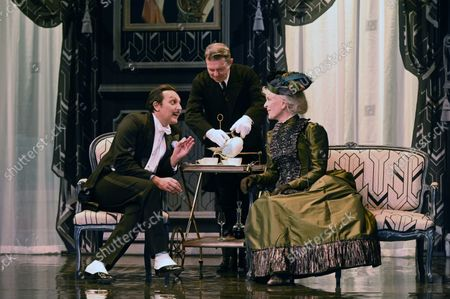 """Evelyne Buyle, Olivier Sitruk, Delphine Depardieu, Arnaud Denis.Spinning of the play """"The Importance of Being Constant"""" at the Theatre Hebertot Paris.Author Oscar Wilde, adaptation Pierre Arcan, directed by Arnaud Denis. by RAYMOND/SIPA/2109201212"""