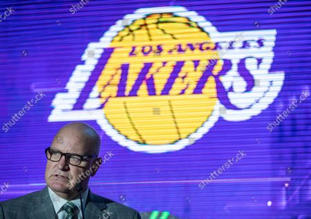 Tim Harris, Los Angeles Lakers President of business operations, speaks as the Lakers host a 2021-2022 season kick-off event to unveil and announce a new global marketing partnership with Bibigo, which will appear on the Lakers' jersey at the UCLA Health Training Center in El Segundo on Monday, Sept. 20, 2021. (Allen J. Schaben / Los Angeles Times)