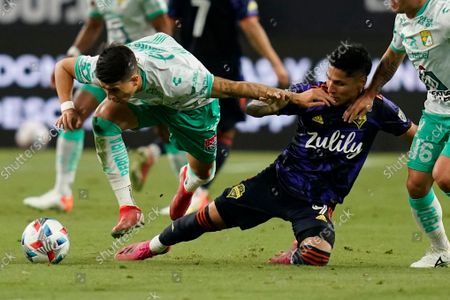Stock Image of Club Leon's Santiago Colombatto, left, and Seattle Sounders' Raul Ruidiaz, right, battle for the ball during the first half of the Leagues Cup soccer final, in Las Vegas