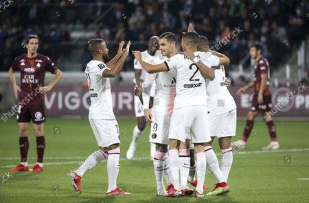 Achraf Hakimi of PSG #2 celebrates his first goal with Rafael Alcantara aka Rafinha, Mauro Icardi and teammates