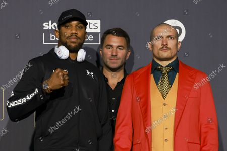 Anthony Joshua and Oleksandr Usyk during their pre-fight press conference的庫存照片