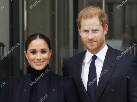 Prince Harry and Meghan, The Duke and Duchess of Sussex, exit One World Trade Center in New York City on Thursday, September 23, 2021.的庫存圖像