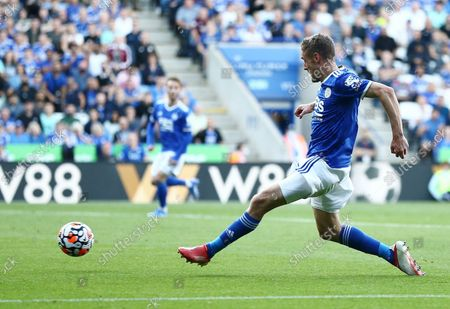 Jamie Vardy of Leicester City scores his sides second goal