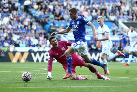 Jamie Vardy of Leicester City rounds Nick Pope of Burnley  to score second goal