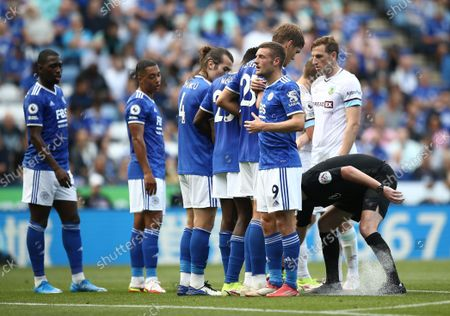 Jamie Vardy of Leicester City sets the defensive wall