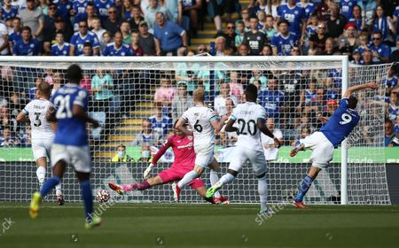 Jamie Vardy of Leicester City scores his sides first goal