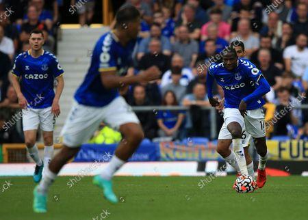 Alex Iwobi of Everton runs with the ball at his feet; Goodison Park, Liverpool, England; Premier League football, Everton versus Norwich.