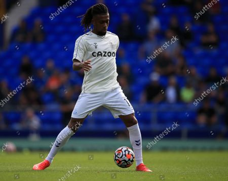 Alex Iwobi of Everton warms up; Goodison Park, Liverpool, England; Premier League football, Everton versus Norwich.