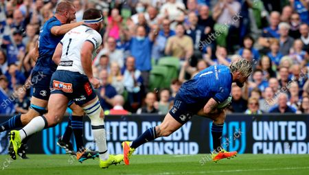 Leinster vs Vodacom Bulls. Leinster's Andrew Porter scores the second try of the game