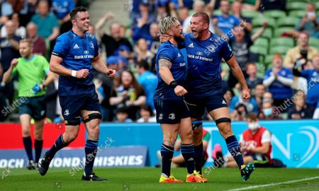 Leinster vs Vodacom Bulls. Leinster's Andrew Porter celebrates scoring the second try of the game with Ross Molony