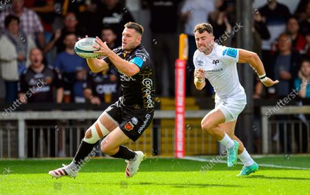 Josh Lewis of Dragons scores a try