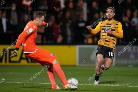 Sam Smith of Cambridge United (10) tries to put pressure on Gillingham Goalkeeper Jamie Cumming (1)