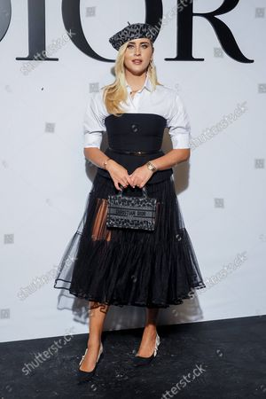 Valentina Ferragni poses upon her arrival to wait for the Dior Womenswear Spring Summer 2022 collection show in Paris on September 28, 2021 during the Paris Fashion Week.