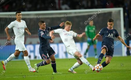 PSG's Marco Verratti, left, and PSG's Ander Herrera challenge Manchester City's Kevin De Bruyne during the Champions League Group A soccer match between Paris Saint-Germain and Manchester City at the Parc des Princes in Paris