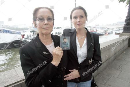 Margaret Lockwood Croft And Her Daughter Sara Holding A Picture Of Her Dead Son Shaun . Her 26 Year Old Son Shaun Lockwood Croft Was Killed In The Marchioness Riverboat Disaster When The Dredger Bowbelle Ploughed Into The Disco Boat On The River Thames In August 1989 Picture Jeremy Selwyn 17/10/2006