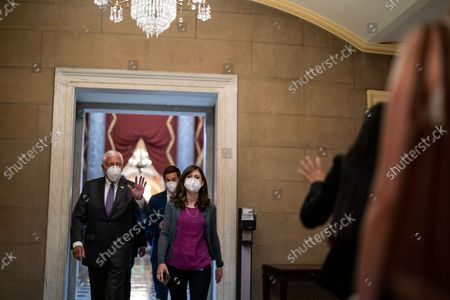 House Majority Leader Steny Hoyer (D-MD) waves to a person as he walks towards the Speakers Office in the U.S. Capitol on Tuesday, Sept. 28, 2021 in Washington, DC. (Kent Nishimura / Los Angeles Times)