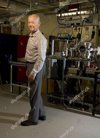 Stock Image of Dr Russell Stannard, Professor Emeritus of Physics at the Open University.